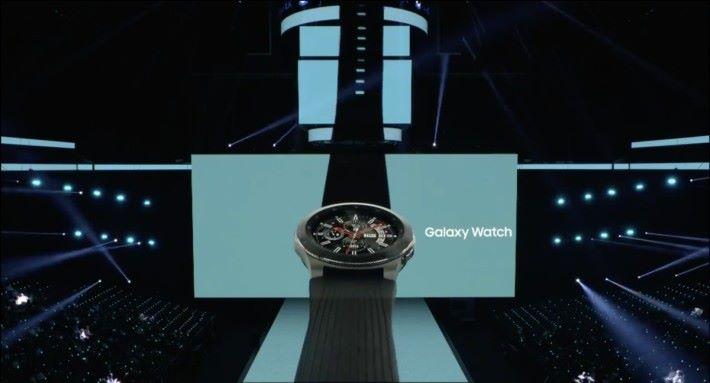 Gear S 進化,變成 Galaxy Watch ,一樣有 LTE 版可以獨立運作。