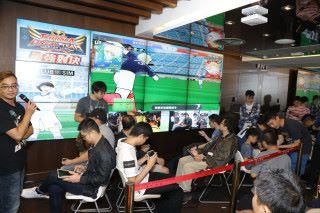 比賽正式開始,參賽者落力作賽,大會在場內即時轉播賽事實況,令觀眾看得熱血沸騰。