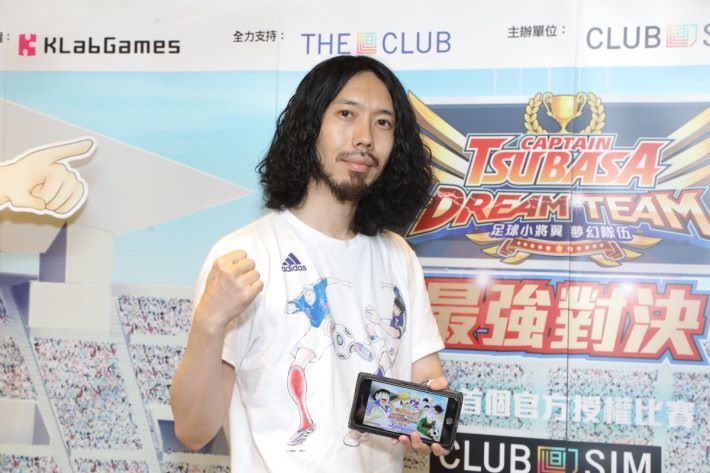 製作人藤好 俊很感謝香港玩家對《足球小將翼:夢幻隊伍》的熱烈支持,他說來港接觸過玩家後,覺得香港的玩家比日本更喜歡進行PvP對戰。