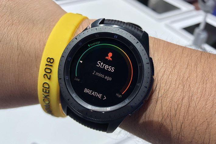 壓力監控器可以自動檢測高程度的壓力,繼而提供呼吸練習,協助用戶集中。