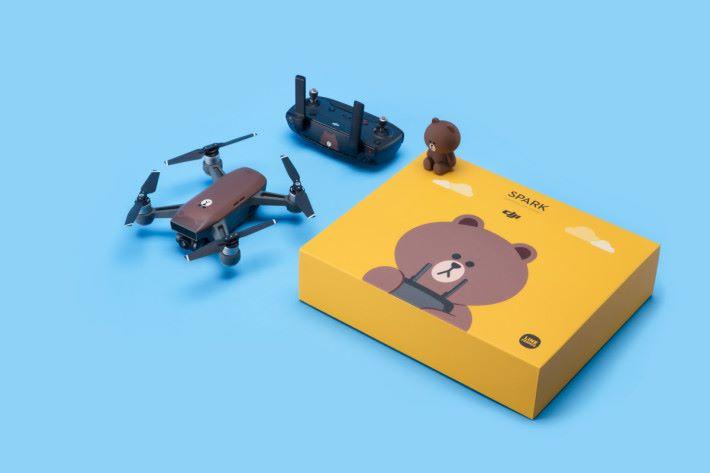 Spark 飛上天後,雀仔就可以跟熊大打招呼囉!還有連遙控器及包裝盒都咁可愛,肯定吸引到更多女生玩航拍啦!