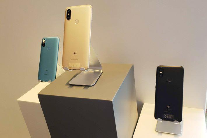 小米 A2 使用 Snapdragon 660 處理器,配備4GB RAM,及 12MP + 20MP 雙主鏡頭。