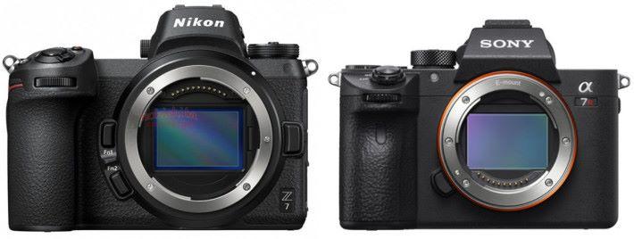 可見 Nikon Z 系列相機較 Sony A 系無反高身。