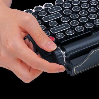 右邊的送紙旋鈕可用來調校音量和轉頁