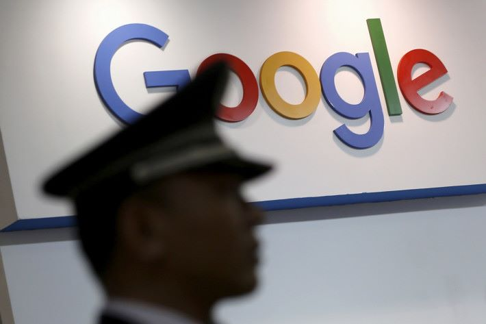 2010 年 Google 因為拒絕跟從中國政府的網絡審查政策而離開中國市場。