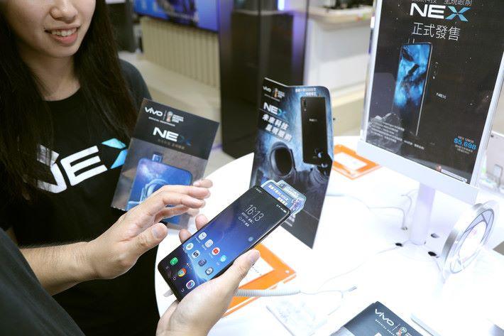 用戶進行「Trade-in」當然就是為了更抵去換新機,例如就拿 iPhone 7 Plus trade-in 新機去補錢換購 NEX。