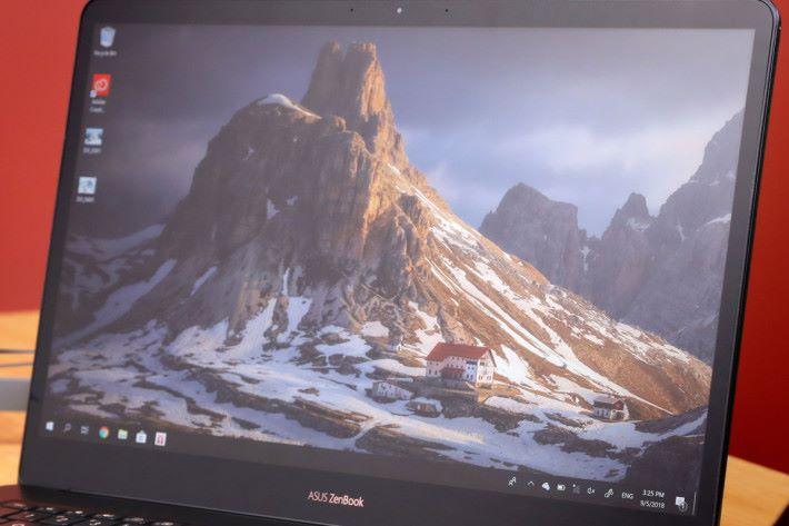 Kelvin 表示高色準能確保屏幕所見的顏色與印出來的作品一樣,令修圖時不會出錯。