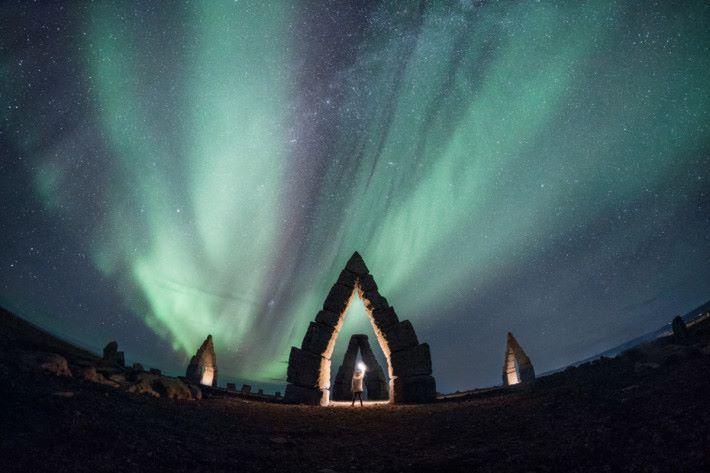 Kelvin 到訪過許多國家拍攝美景,圖為他在冰島拍攝的北極光。