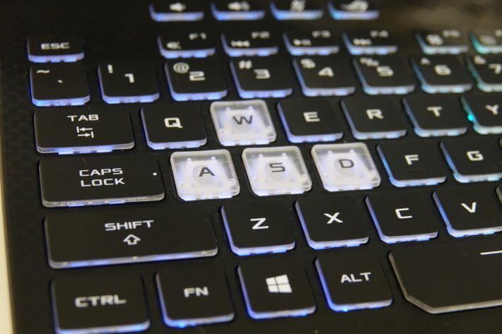 「W、A、S、D」四鍵使用了特別鍵帽,令玩家可更準確按到這四鍵。