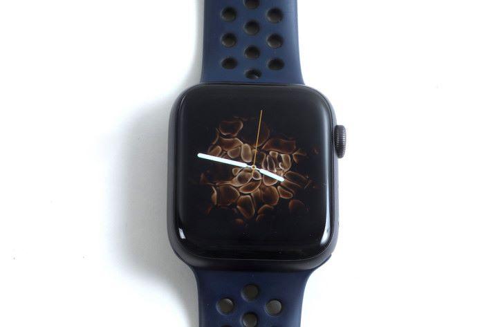 .新增的「火與水」動態錶面, 據蘋果官方宣傳是由真的放火和噴水拍攝而成。