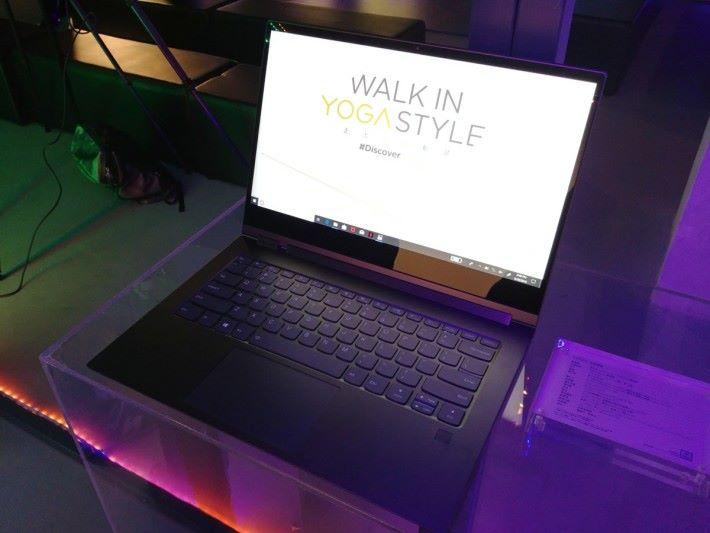 Yoga C930 主打優質視聽娛樂享受,Dolby Vision + Dolby Atmos 技術加持,質素媲美不少家庭影院。