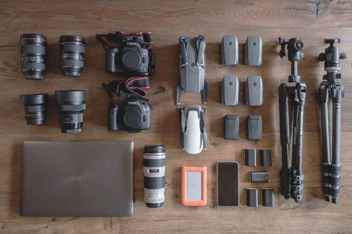 每次去拍攝都要攜帶大量器材,所以今次試用過 ZenBook Pro 15 後便發覺輕便得多。