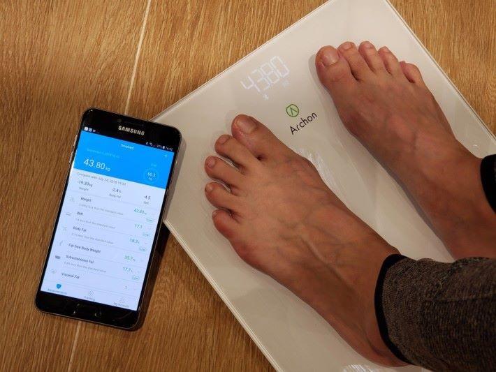測量的身體成分數據可透過 Archon Fit 手機 App 儲存及分析,支援 iOS 及 Android。