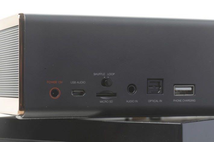 支援光纖輸入,可接駁不同音響器材使用。