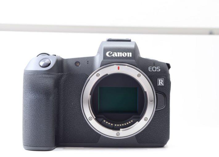 Canon EOS R 配備 3,030 萬有效像素全片幅 CMOS 。