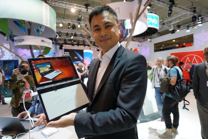 .出身香港的 Ken Wong,目前是聯想電腦亞太區總裁,負責整個東南亞(包括日本)市場。