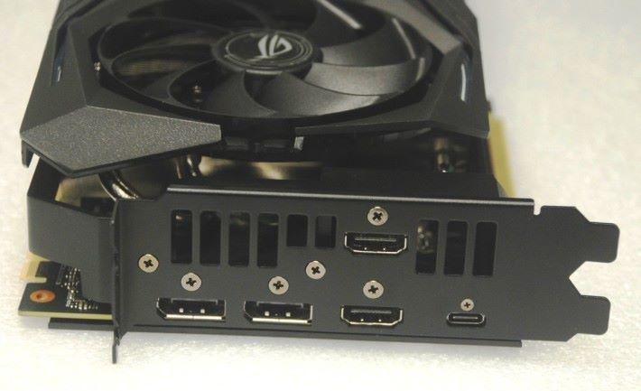 顯示輸出包括 2x DisplayPort 及 2x HDMI