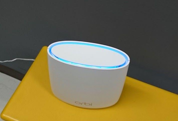 當 Node 與 Node 之間的訊號夠強時,頂部會亮起藍色 LED 燈 3 分鐘。