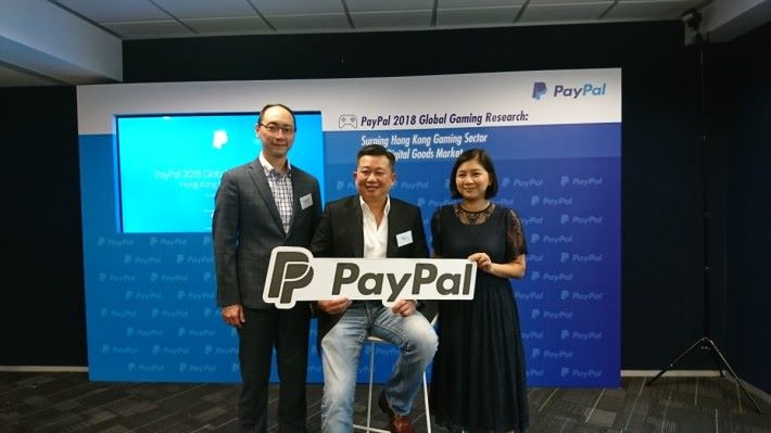 索尼互動娛樂香港有限公司(SIE)市場傳訊部及網絡業務部總經理趙善盈女士(左)、PayPal香港、韓國及台灣總監葉承浩先生(中)及香港數碼港管理有限公司電競發展主管及青年組經理梁德明先生(右)於記者會上分享 PayPal 的 2018 全球電玩調查報告結果,及電玩行業在香港的發展及所帶來的機遇。
