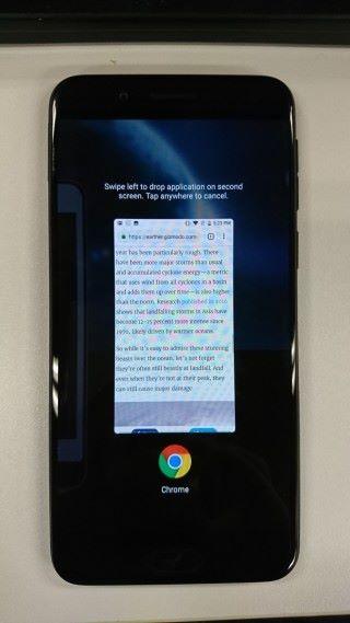 然後把 App 向左掃,便可把畫面投放於 E Ink 屏幕。