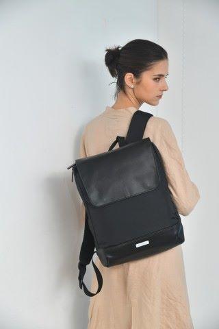 METRO 薄身背包使用兩種材質設計。