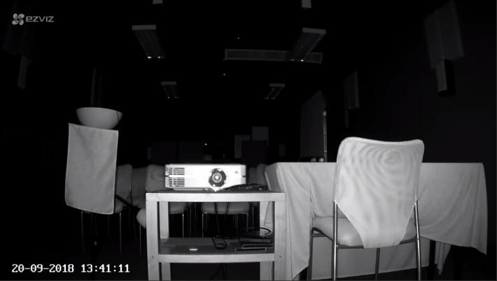 即使在伸手不見五指的黑暗環境中,也能拍攝。