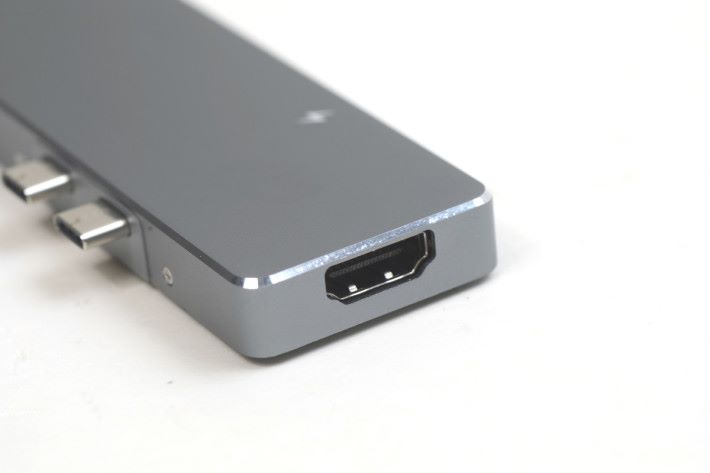 HDMI 插頭支援4K。