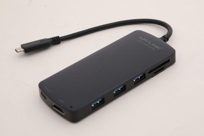 UHP3403HR USB Type-C 七合一分插器可供筆電、手機、平板使用。