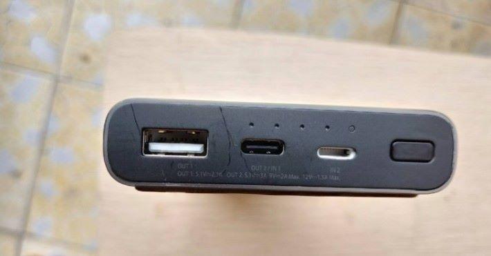 電池支援 Lightning 輸入,方便 iPhone 的用家。