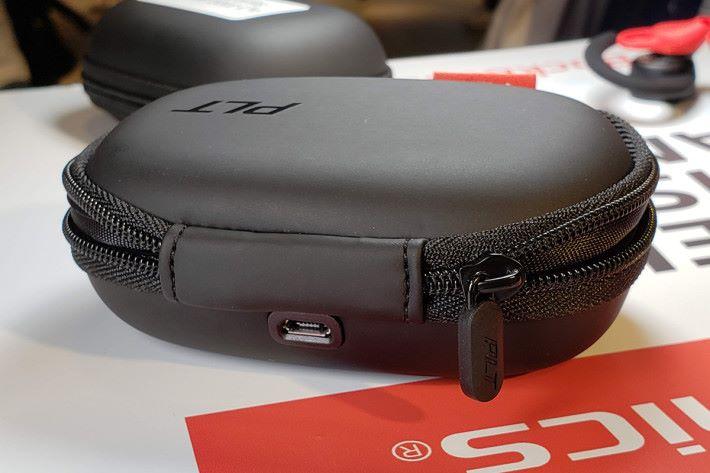 拉縺式便攜充電盒使用micro USB 介面。
