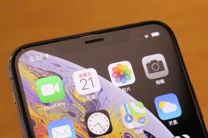 iPhone Xs Max 「瀏海」也內置 Face ID 組件,而且速度比 iPhone X 更快。