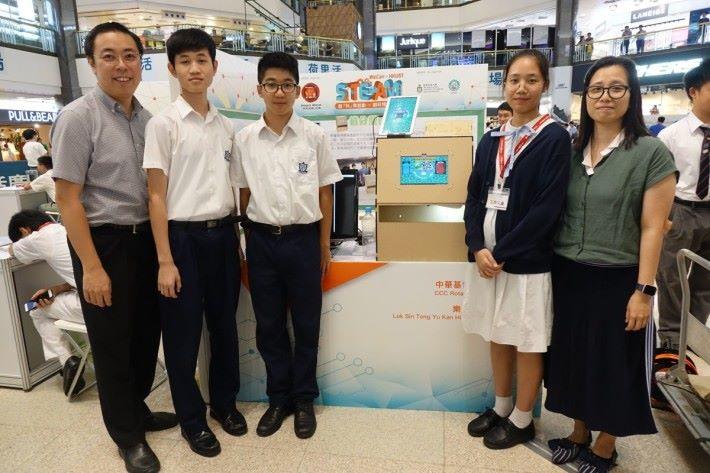 樂善堂余近卿中學與中華基督教會扶輪中學製作遊戲機型回收箱。