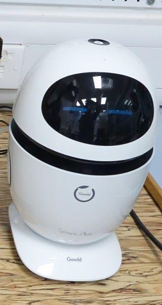 課室內的一角有「 Smart Plus 」,它是另一款AI項目,採訪當日已連接電燈系統,經由語音辨識就可關燈,作用給予學生體驗。