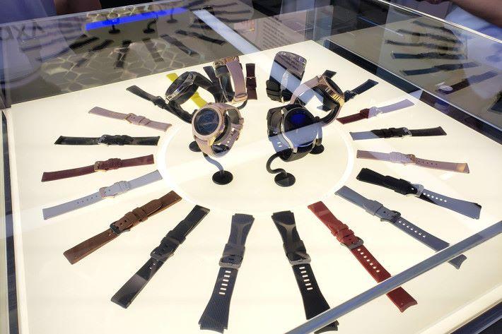 同場亦有展示 Galaxy Watch。