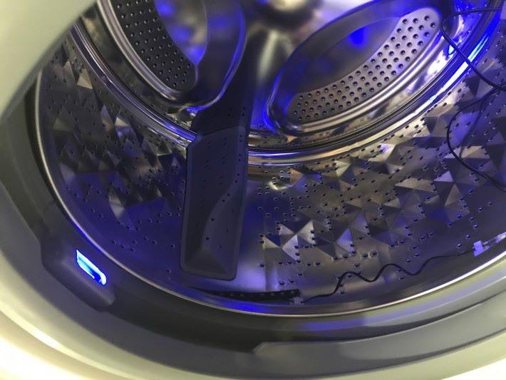 紫外線消毒燈可對洗衣機內的微生物進行滅活,有助保持洗衣機的衛生。