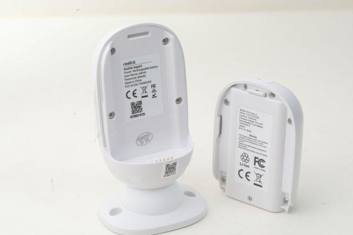 鏡頭可配合鋰電池使用,安裝及拆卸的過程相當簡單,官方更有太陽能充電板配件,讓鏡頭可以長時間進行攝錄監視。