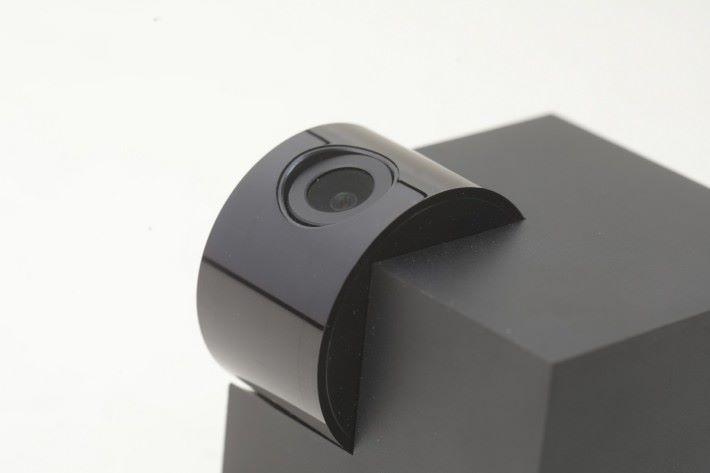 Speed 3S 的鏡頭可作多角度的轉向,黑色外觀適合藏身於幽暗的位置。