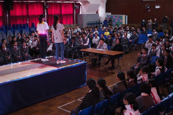 學校曾舉辦 Catwalk Show ,讓參加者向其他同學展示作品,觸發其他同學對 STEM 的好奇心。