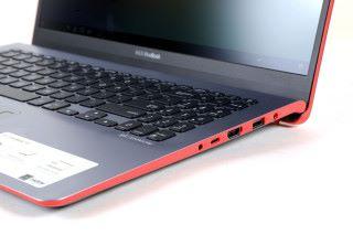 另一方亦有一組 USB Type-C端子,無論新舊周邊配件都能完全對應。