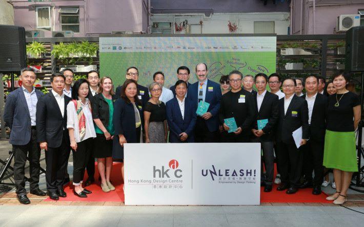 《UNLEASH!設計思維。無限可能》啟動禮的主禮嘉賓與支持機構合照。