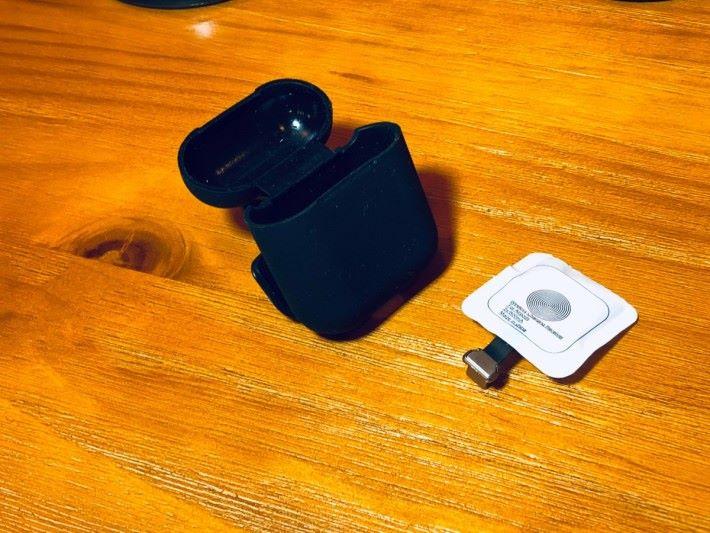 Air Pods 耳機用的無線充電貼