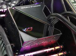 具備 OLED 顯示 ASUS ROG Ryujin 360 AIO 玩水冷有圖睇