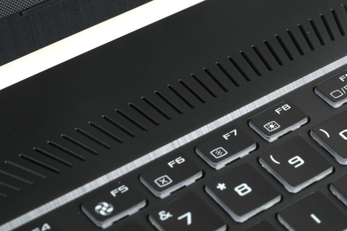 FX505 結合 DTS 7.1 音效強化,不論是耳機或者內建的喇叭都能為玩家提供身臨其境的聽覺享受。