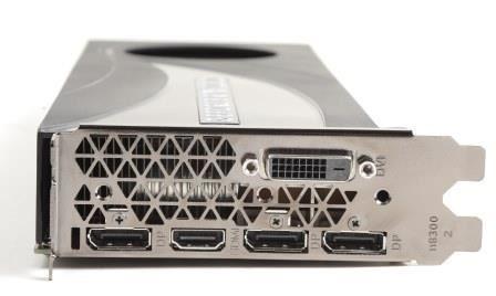 提供少見的 Dual-Link DVI 、 3x DP 及 HDMI 輸出。