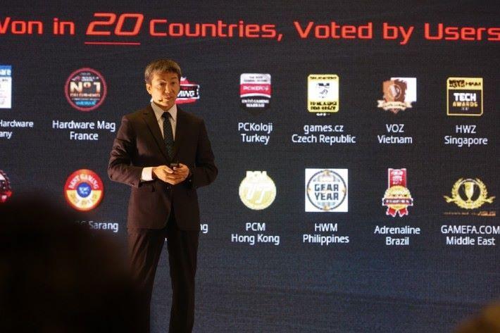 華碩於 20 個國家獲最佳電競品牌獎項,大家看到我們 PCM 的標誌嗎?
