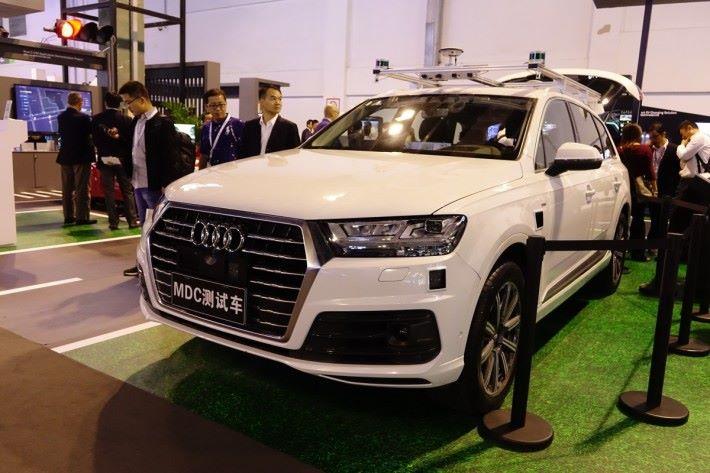 華為與 Audi 以 Q7 作原型,加裝 MDC 600 和感應器,做出第四級自動駕駛汽車。