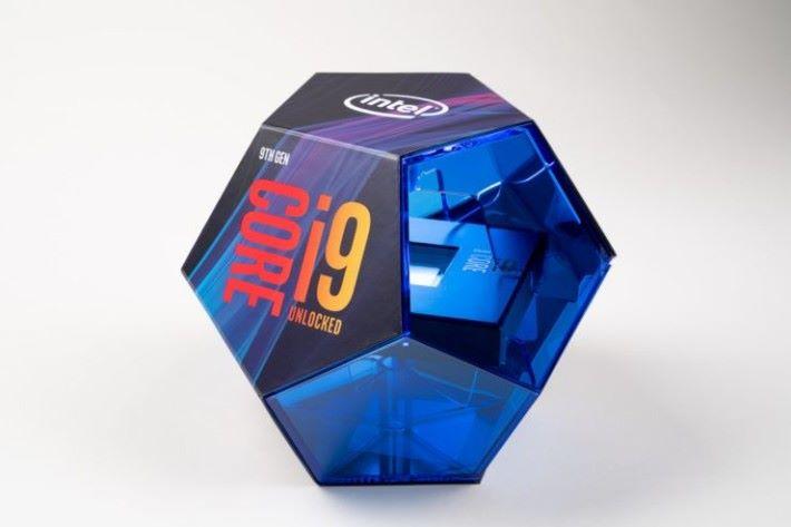 仿如藍寶石的 i9-9900K CPU 包裝。