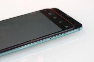 從則面的角度看,「磁動力滑蓋設計」主要是移動屏幕達到可使用前置鏡頭。