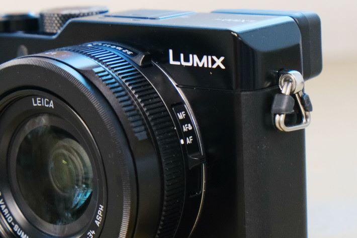 圍繞鏡頭的多個功能鍵乃是 LX100 系列的標誌。