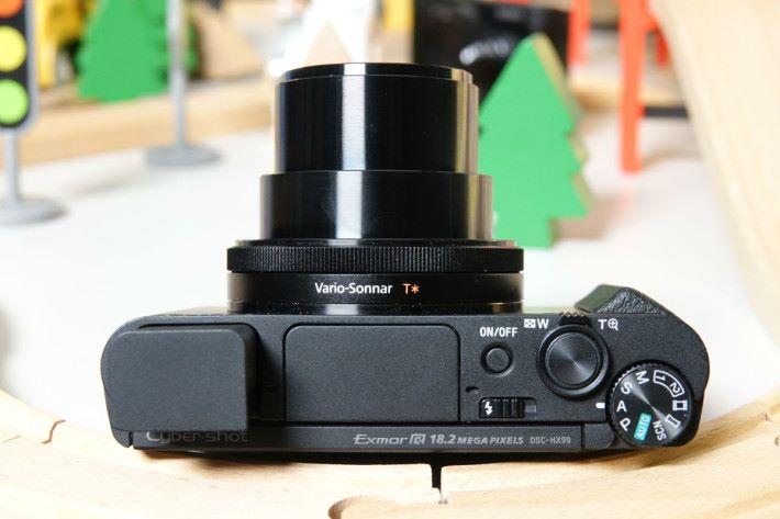 HX99 的鏡頭設有控制環。